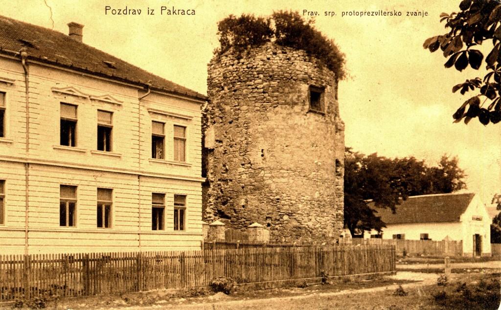 kula-starog-grada-danasnji-trg-josipa-bana-jelacica-pakrac-1912