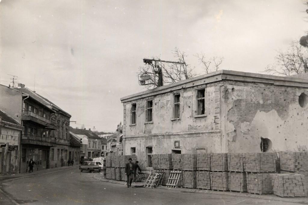 mali-dvor-jankovic-obnova-pakrac-1996