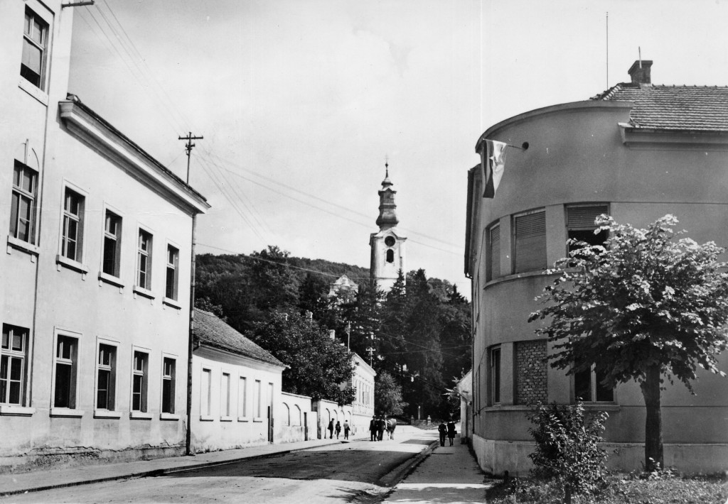 crkva-ubdm-i-zgrada-stare-osnovne-skole-pakrac-1965