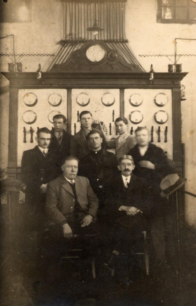 johann-wagner-i-maurice-scheuer-s-radnicima-u-pakrackoj-munjari-1932