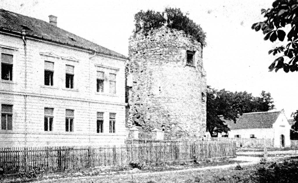 kula-strog-grada-danasnji-trg-bana-josipa-jelacica-pakrac-1912
