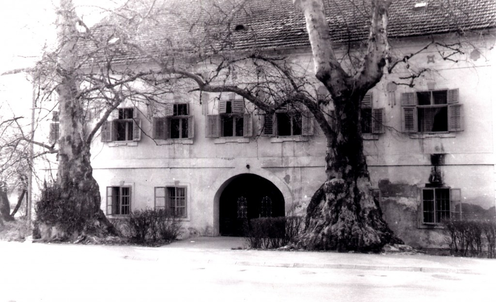 kurija-jankovic-nekada-i-dacki-dom-danas-osnovna-glazbena-skola-pakrac-1980