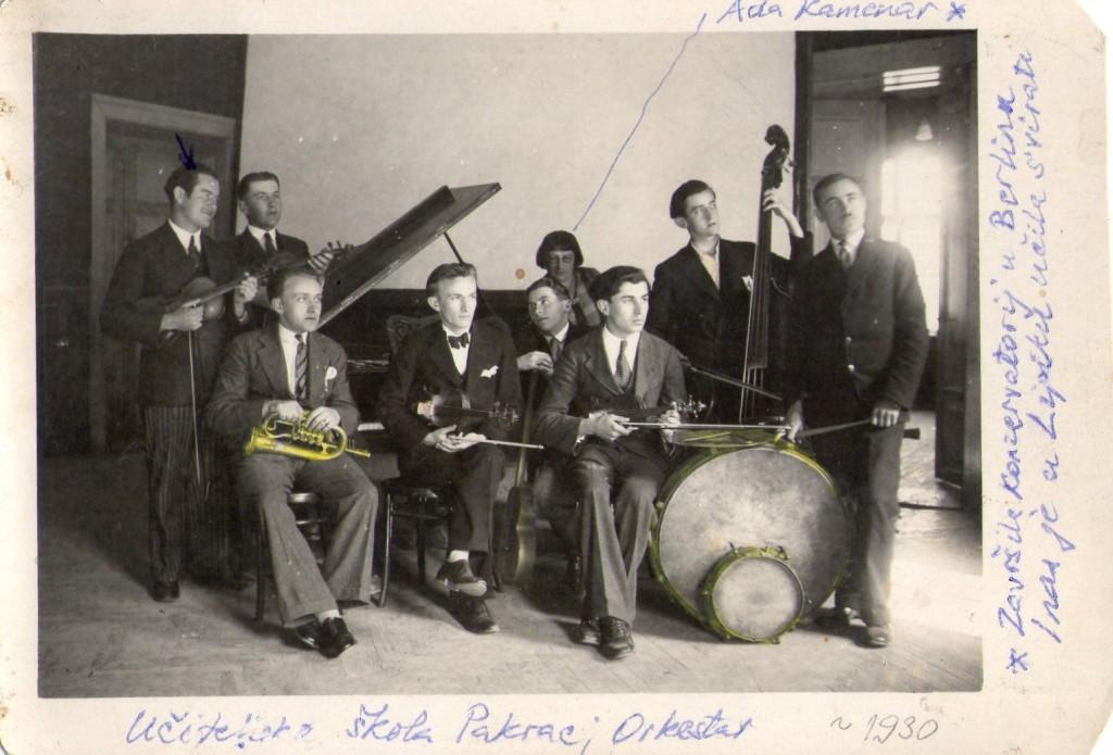 orkestar-uciteljske-skole-pakrac-s-voditeljicom-adelom-kamenar-1930