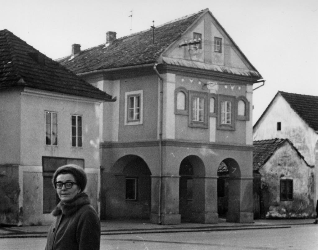 zgrada-stare-opcine-ispred-olga-marusevski-pakrac-1956