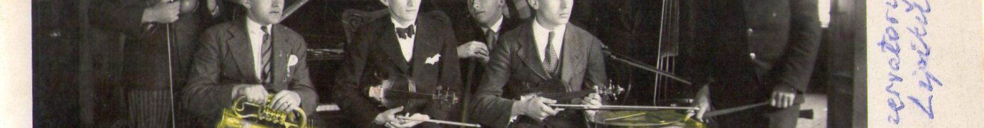 Orkestar Učiteljske škole Pakrac s voditeljicom Adelom Kamenar, 1930.